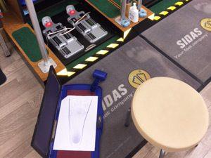 異邦人の足型測定機の写真