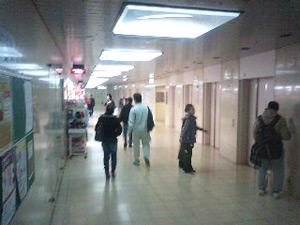 地下鉄四つ橋線西梅田駅から異邦人 大阪梅田本店へのアクセス