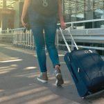 旅行に行って歩き回ると足が痛い…何か解決策はない?
