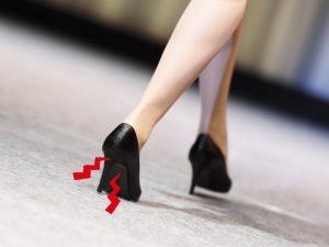 土踏まずが歩くと痛い…原因や解決策はあるの?